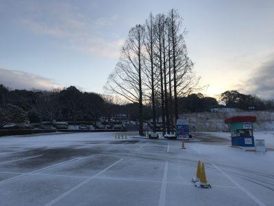 白銀の駐車場